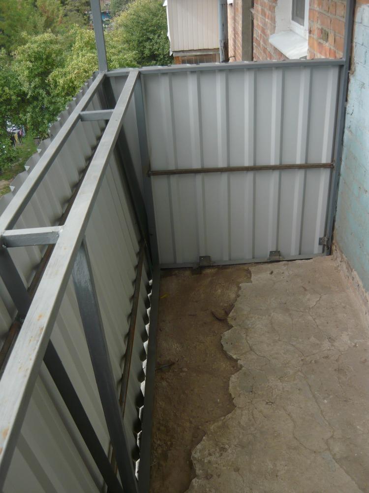 Облицовка балкона профлистом: что советуют специалисты.